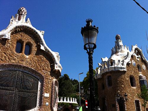 Markant sind die Zuckerbäcker-Häuschen von Antoní Gaudí. (Foto: Sören Peters)