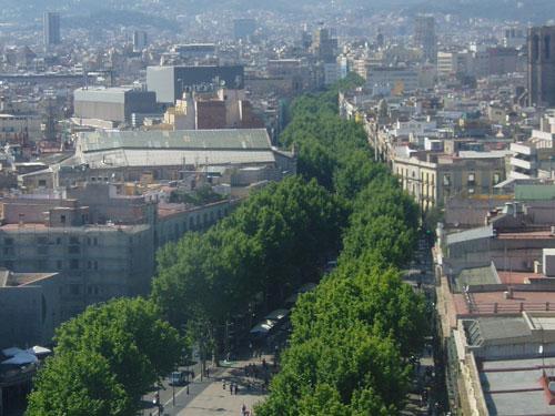 Von hier aus startet auch Barcelonas bekannteste Meile, Les Rambles. (Foto: Sören Peters)