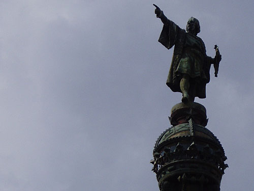 ...wo Christoph Kolumbus (Cristóbal Colón) den Weg in die neue Welt weist. (Foto: Sören Peters)