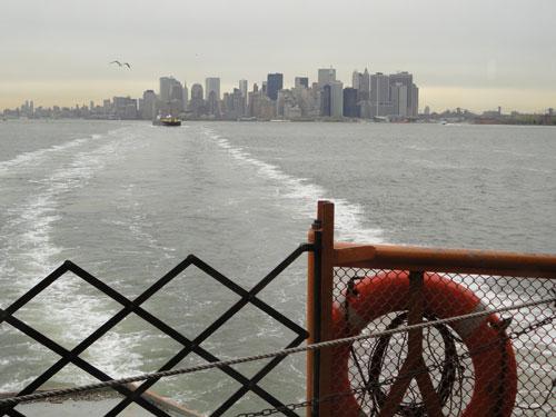 Blick von der Staten Island Ferry auf Lower Manhattan. (Foto: spe)