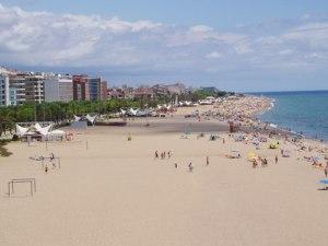 Blick über den Strand von Calella (Foto: spe)