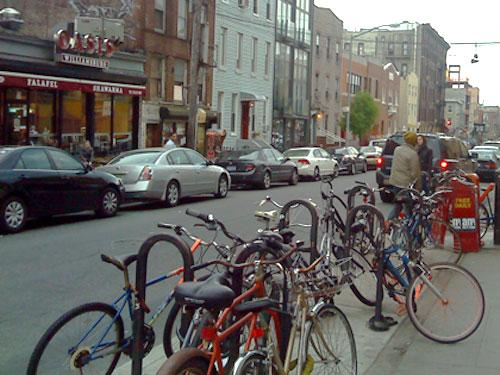 Wir springen nach Brooklyn. Hier, im Williamsburg-Viertel, ist die Hochburg aller Hipster. (Foto: Sören Peters)