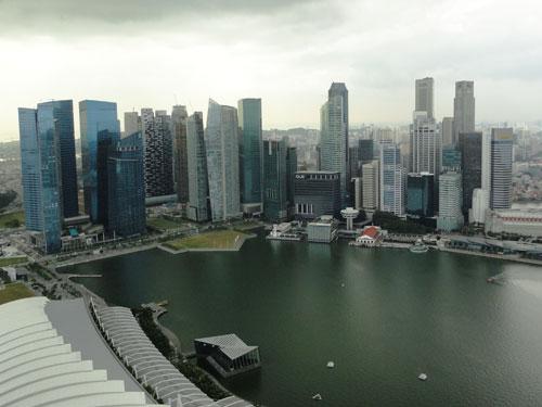 ...liegt einem Singapur zu Füßen. Hier der Blick über Marina und Central Business District. (Foto: spe)