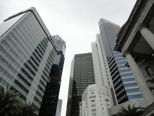 Gleich dahinter türmen sich die Geldspeicher des Central Business District auf. (Foto: spe)