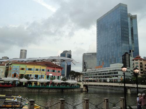 Gemütlich geht es am Clarke Quay zu. Hier gibt es direkt am Singapore River eine Vielzahl an Restaurants und Bars, allerdings nicht ganz billig. (Foto: spe)