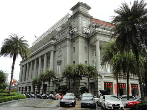 """Zum """"alten"""" Singapur gehört das Luxus-Hotel Fullerton. (Foto: spe)"""