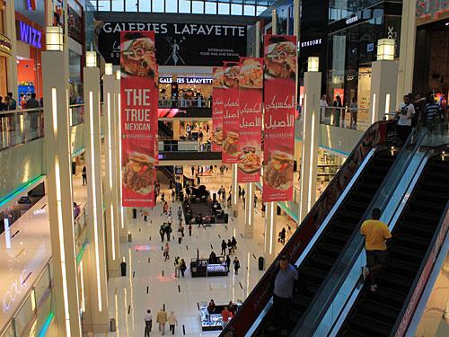 Mehr als 1.000 Geschäfte, rund 120 Gastro-Betriebe und ein Gold-Souk mit 220 Läden: Die Dubai Mall gehört zu den zehn größten Einkaufszentren der Welt. (Foto: Sören Peters)