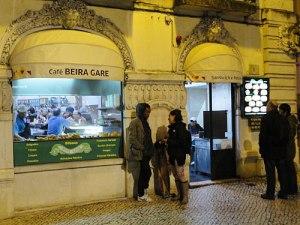 Schlicht, aber solide: Das Beira Gare vor dem Rossio-Bahnhof. (Foto: Sören Peters)
