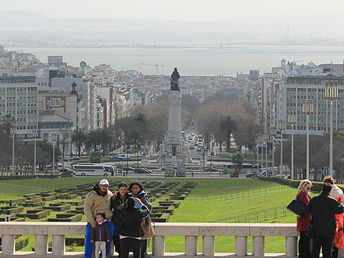 Einen herrlichen Ausblick hat man auch vom Parque Eduardo VII., etwas oberhalb der Statue von Marquês de Pombal. (Foto: Sören Peters)