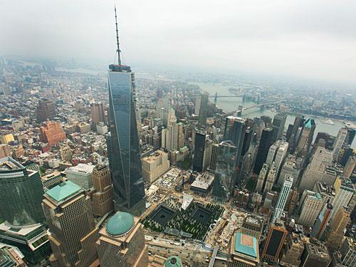 """Inzwischen überragt der neue Turm am Ort des ehemaligen World Trade Center die anderen Wolkenkratzer. (Foto: <a href=""""http://www.flickr.com/photos/cbpphotos/9721600222/"""">CBP Photography</a> via <a href=""""http://photopin.com"""">photopin</a> <a href=""""http://creativecommons.org/licenses/by-sa/2.0/"""">cc</a>)"""