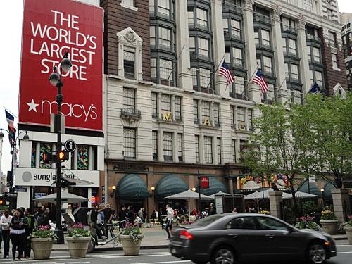 ...bevor wir uns nach Midtown Manhattan vorarbeiten. Hier Macy's, das nach eigenen Angaben größte Kaufhaus der Welt. (Foto: Sören Peters)