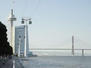 Torre Vasco da Gama und gleichnamige Brücke auf dem Expo-Gelände.. (Foto: Sören Peters)