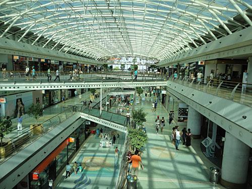 "Blick ins gleichnamige Shoppingcenter ""Vasco da Gama"". (Foto: Sören Peters)"
