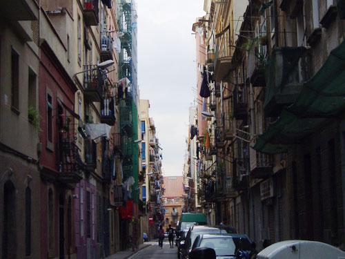 """...bis in die Gassen von Barceloneta. Hier, in """"Klein-Barcelona"""", ist vom regen Treiben im Stadtzentrum wenig zu spüren. Hier geht es noch etwas ursprünglicher zu als am Standstrand. (Foto: Sören Peters)"""