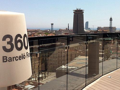 ...das moderne Hotel Barceló an der Rambla del Raval. Von der Dachterrasse genießt man einen 360-Grad-Panoramablick über die Stadt. (Foto: Sören Peters)