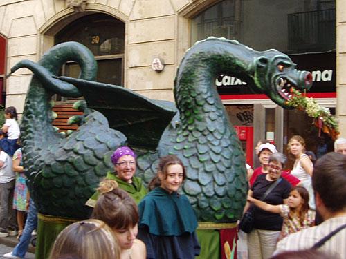 Allgegenwärtig ist der Drache, einen solchen hat Sant Jordi, der Heilige Georg, getötet. Hier beim Stadtfest La Mercè zu Ehren der Stadtpatronin. (Foto: Sören Peters)