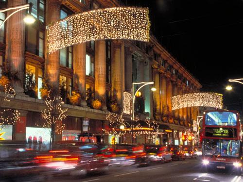Seit dem heutigen Montag brennt an der Oxfors Street die Weihnachtsbeleuchtung. (Foto: Visit London Images/ britainonview)