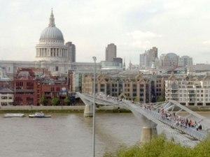 Blick vom Panorama-Café auf St. Paul und die Millennium Bridge. (Foto: spe)