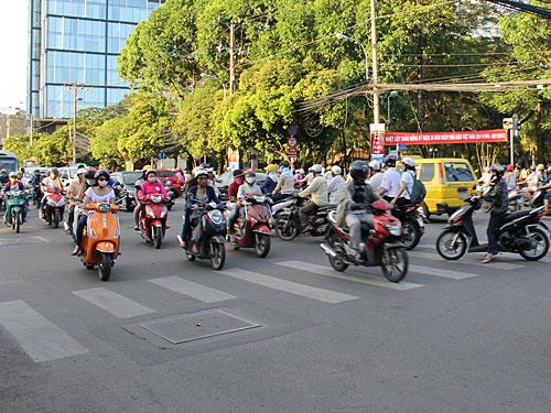 Für den Neuankömmling ist Saigon erst einmal ein niemals abreißender Strom aus Motorrollern. (Foto: Sören Peters)