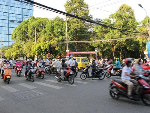 Das alltägliche Durcheinander auf den Straßen von HCMS. Als Fußgänger kostet es ein wenig Überwindung, eine Straße zu Überqueren. (Foto: spe)