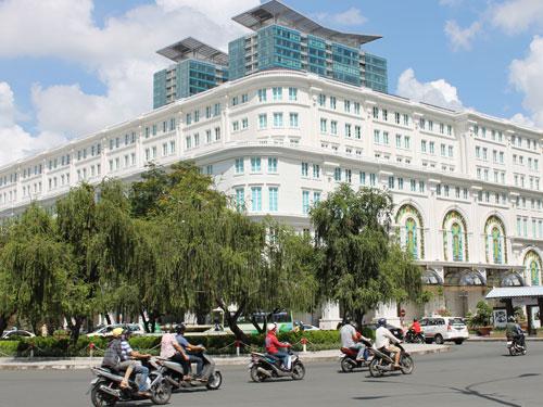 A propos Mode: An der Dong Khoi, gegenüber des Rex-Hotels, finden sich exquisite Einkaufsmöglichkeiten. Auch im Rex-Kompelx selbst ist von Burberry bis Chanel alles vertreten, was Rang und Namen hat. (Foto: spe)