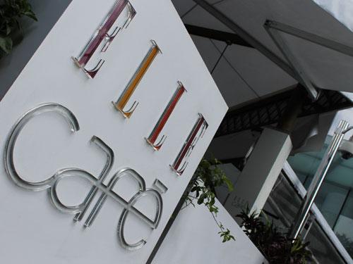 """Café der Modezeitschrift """"Elle"""" am Fuße des Bitexco-Tower. (Foto: spe)"""