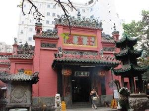 Ein wenig versteckt in einer Seitenstraße befindet sich die Pagode des Jadekaisers. (Foto: spe)