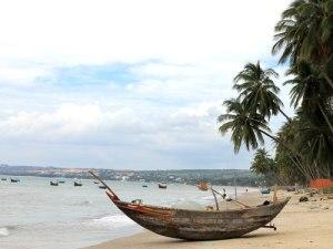 Wenige Kilometer weiter befindet sich das Fischerdorf. Zwischen den Resort hausen die Fischer in einfachen Verhältnissen. (Foto: spe)