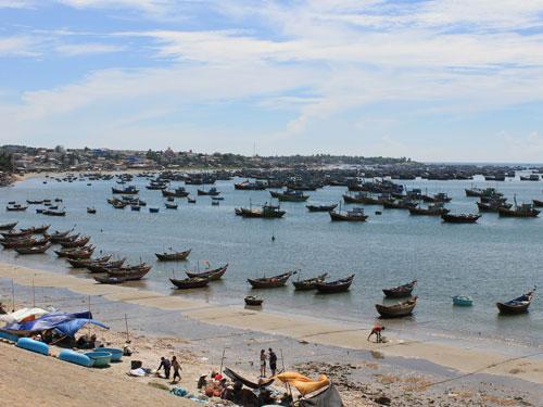 Viel los auf dem Wasser: Fischerboote am nordöstlichen Ende der Bucht von Mui Ne. (Foto: spe)