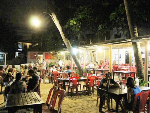 Ausklang des Tages bei einem leckeren Abendessen in einem der vielen Strandrestaurants, hier das Lam Tong. (Foto: spe)
