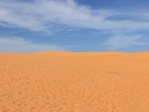 Wie in der Wüste: Sand, soweit das Auge reicht. Angst, sich zu verlaufen, muss man in der Mini-Wüste jedoch nicht haben. (Foto: spe)