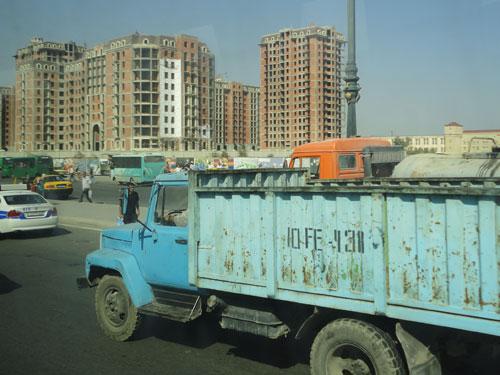 Während der Fahrt in die Stadt merkt der Besucher schnell: Hier wird überall gebaut. (Foto: spe)
