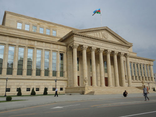 Verwaltungsgebäude in der aserbaidschanischen Hauptstadt Baku. (Foto: spe)