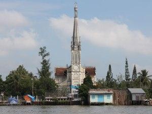Französische Kirche am Mekongufer in Cai Be. (Foto: Sören Peters)