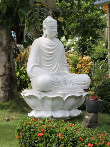 121227_Mekong_Pagode_Statue_375x500_spe
