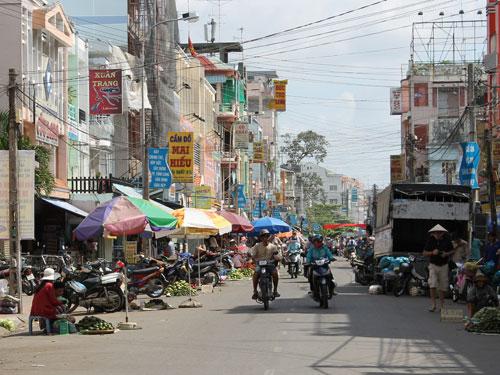 Die Hauptstraße in Vinh Long ist ein einziger Markt. (Foto: spe)