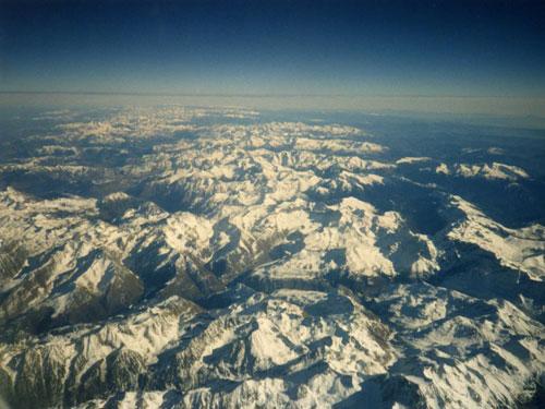 Blick auf die verschneiten Gipfel der Pyrenäen. (Foto: tokamuwi/pixelio.de)
