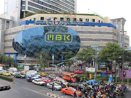 Das etwas ramschige Shopping-Center MBK. Hier bekommt man auch einen Eindruck vom Straßenverkehr. (Foto: spe)