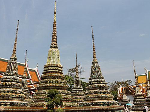 Etwas entspannter - und weitaus günstiger - ist der Besuch im Wat Pho. Die Tempellage, die ebenfalls zentral am Fluss liegt, beheimat... (Foto: spe)