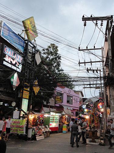 ...ist der Tag noch lange nicht vorbei. Hier die Soi Green Mango in Chaweng, benannt nach einer großen Open-Air-Disko. (Foto: spe)