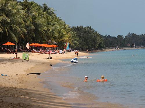 """Der Strand von Mae Nam im Norden von Ko Samui hat das Prädikat """"Traumstrand"""" ohne Zweifel verdient... (Foto: spe)"""