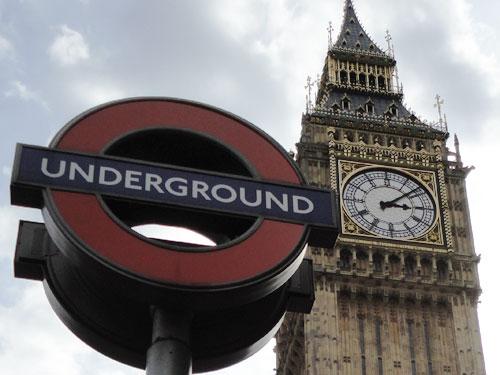 Symbolfoto: Die Tube gehört zu London wie der Big Ben. Anlässlich des 150-jährigen Bestehens der Tube hat The Royal Mint eine Zwei-Pfund-Münze mit Sonderprägung herausgebracht. (Foto: spe)