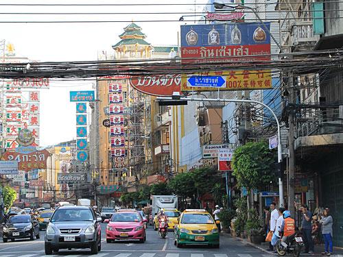Bangkoks Chinatown: Hier reiht sich ein Goldgeschäft an das nächste. Abends verwandeln sich die Straßen in riesige Open-Air-Restaurants. (Foto: Sören Peters)