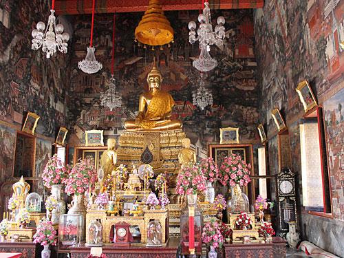 You find a God in every golden cloister...das ist in der Anlage des Wat Arun nicht anders. (Foto: Sören Peters)