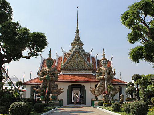 Zugang zum Tempelkomplex, vom Bootsanleger kommend. (Foto: Sören Peters)