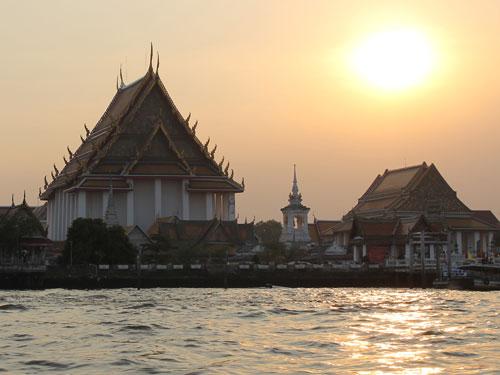 Wenn die Sonne versinkt und die Stadt in ein orange-goldenes Licht taucht... (Foto: Sören Peters)