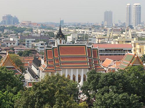 Blick von oben auf das Kloster Wat Saket. (Foto: Sören Peters)