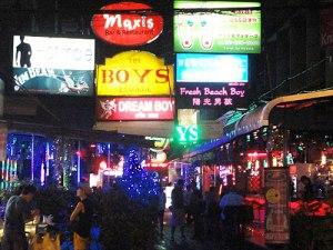 Ausschließlich männliches Publikum zieht diese von der Surowang Road abzweigende Gasse an. (Foto: spe)