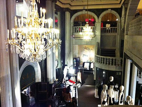 Oder man geht shoppen auf der Gran Vía - hier der Eingangsbereich des H&M an der Gran Vía 37. (Foto: spe)