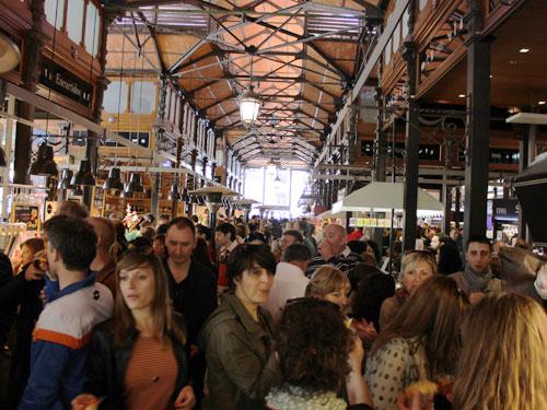 Nach einem kurzen Spaziergang über die Calle Mayor sieht man auf der rechten Seite den Mercado de San Miguel. (Foto: spe)